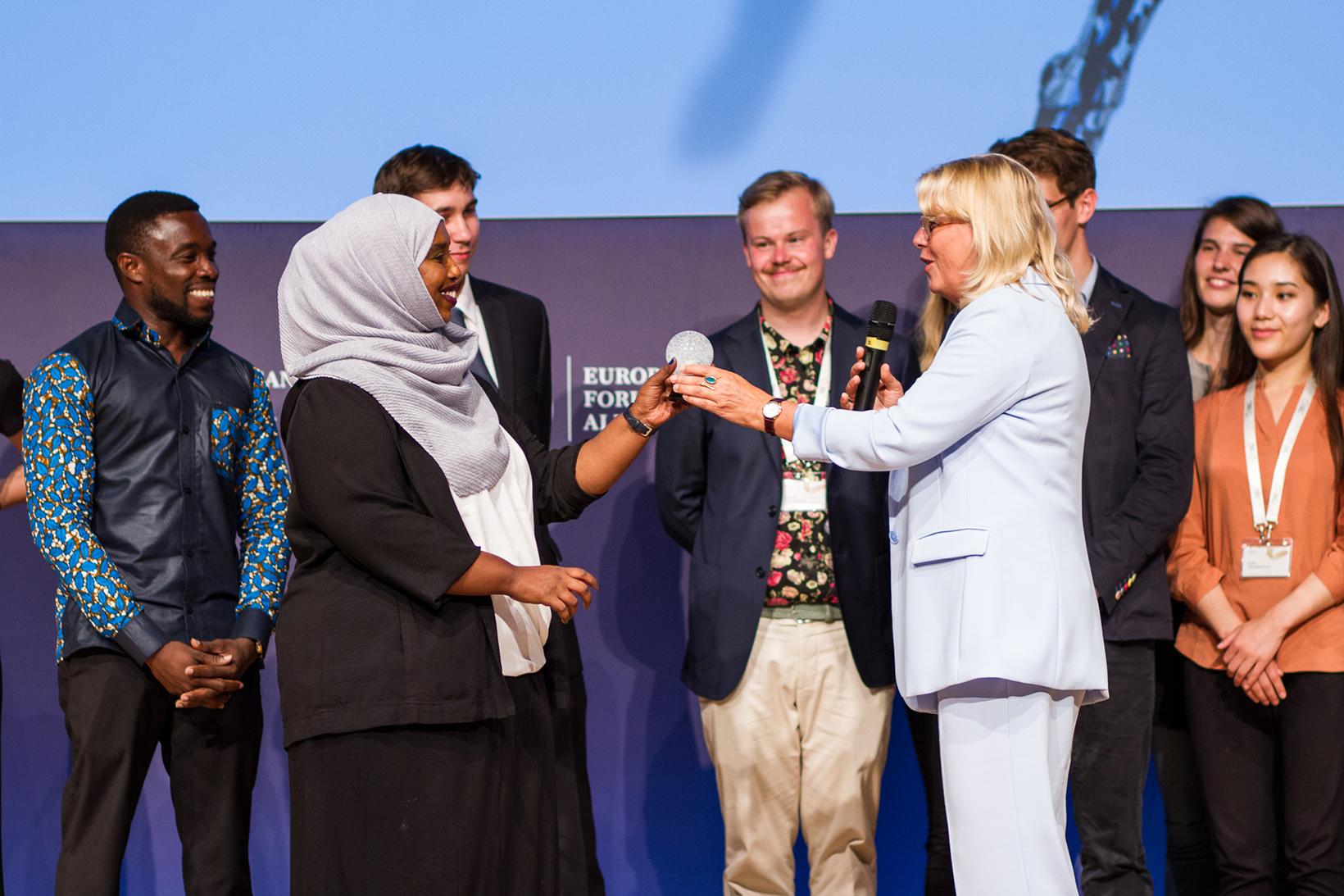 Verleihung des Publikumspreises beim FRANS-Festival durch WU Rektorin Edeltraud Hanappi-Egger