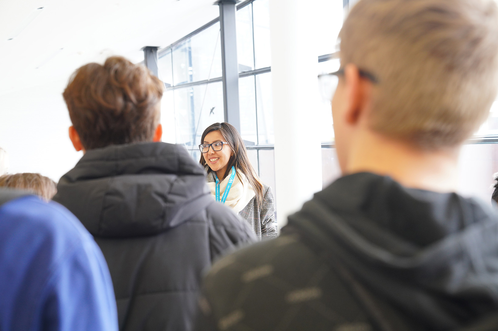 Schüler/innen bei einer Campusführung