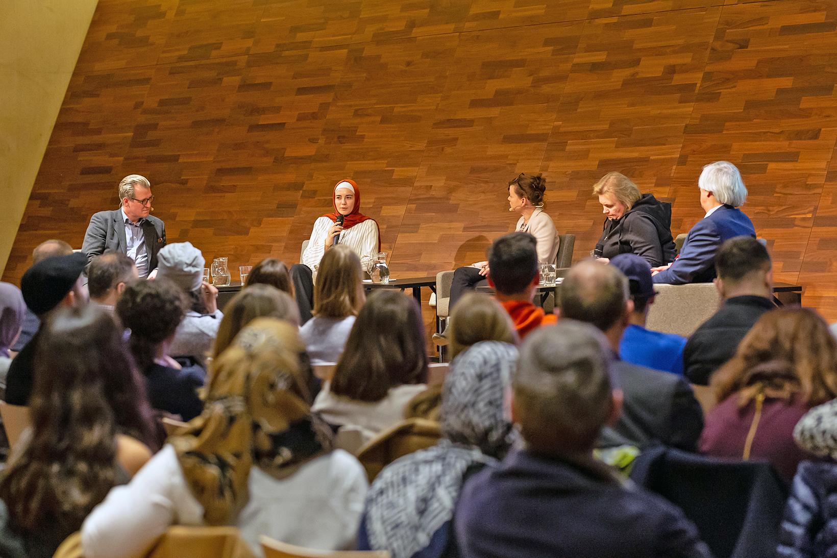 Podiumsdiskussion über religiöse Vielfalt