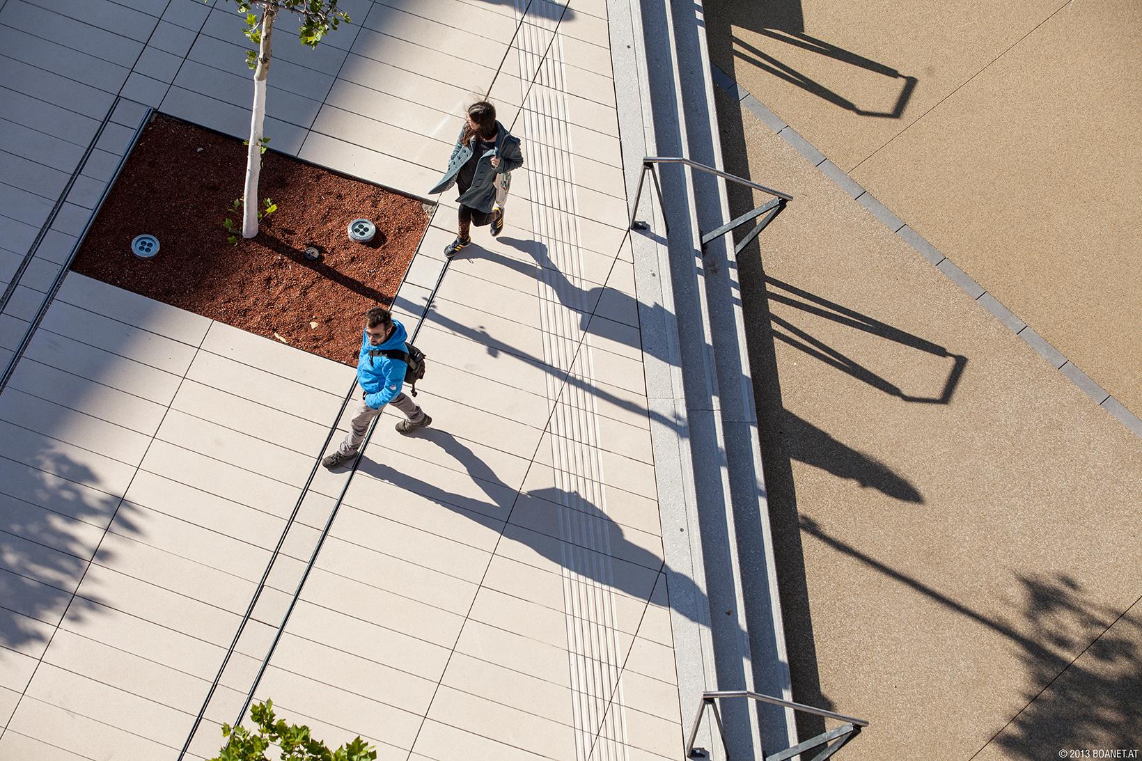 Menschen auf dem Campus WU (c) BOAnet