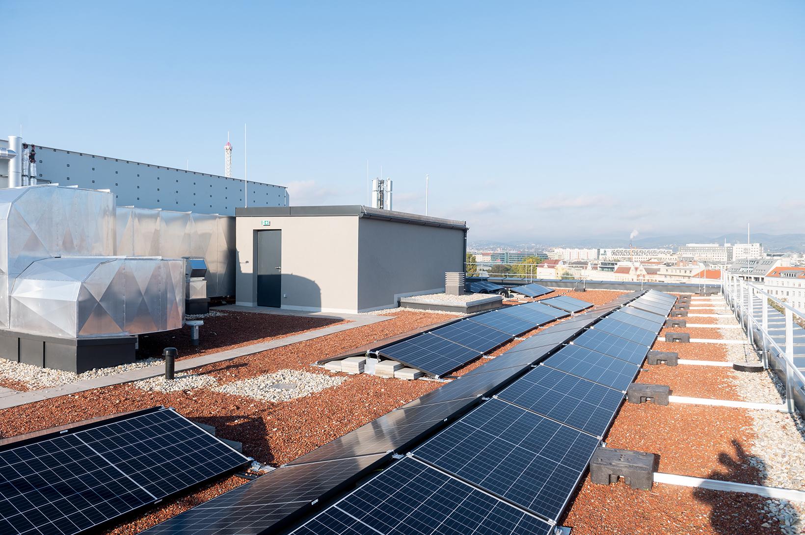 Fotovoltaik-Anlage Gebäude AR (c) Fotostudio August Lechner