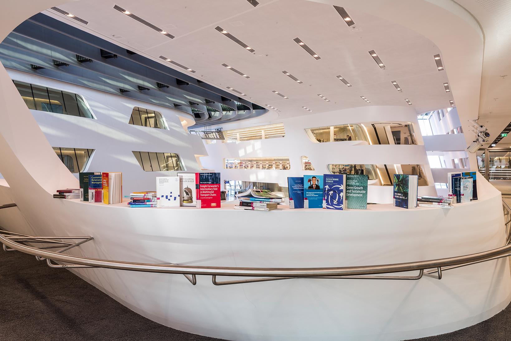 Bücher von WU Forschenden (c) Stephan Huger